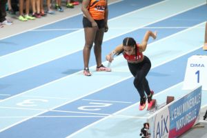 Anathée lance le relais 4*200m