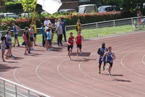 Passage de témoin entre Illiam et Cyprien sur 4*100m