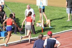 Nolwenn lance Valentine pour le dernier relais du 4*400m