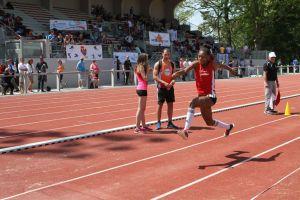 Rébecca remporte le concours de triple saut