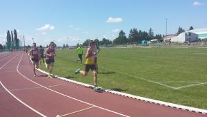 Jimmy lancé à la poursuite de ses adversaires au 800m