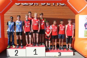 Le podium du 4*60m minimes