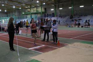Marion très loin de la planche pour son saut à 4m46!