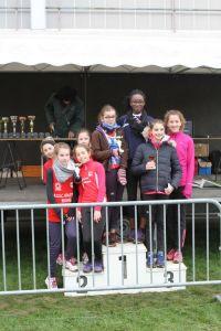 Le podium des benjamines, vice-championnes de l'Oise par équipe