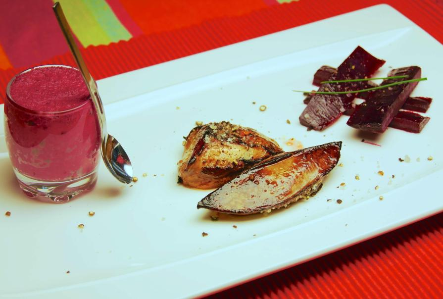 Escalopes de foie gras et farndole de betterave