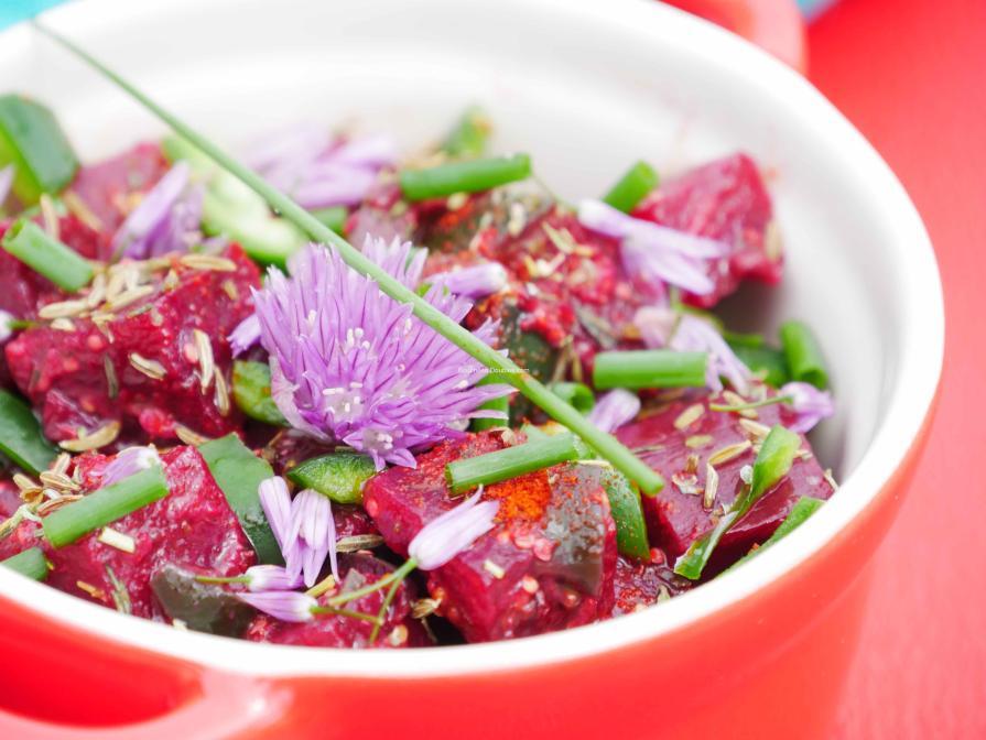 Ciboule alcaline de betteraves et poivrons aux épices et jus d'agrume
