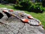 Un collier aux couleurs douces et chaudes du printemps et de l'été