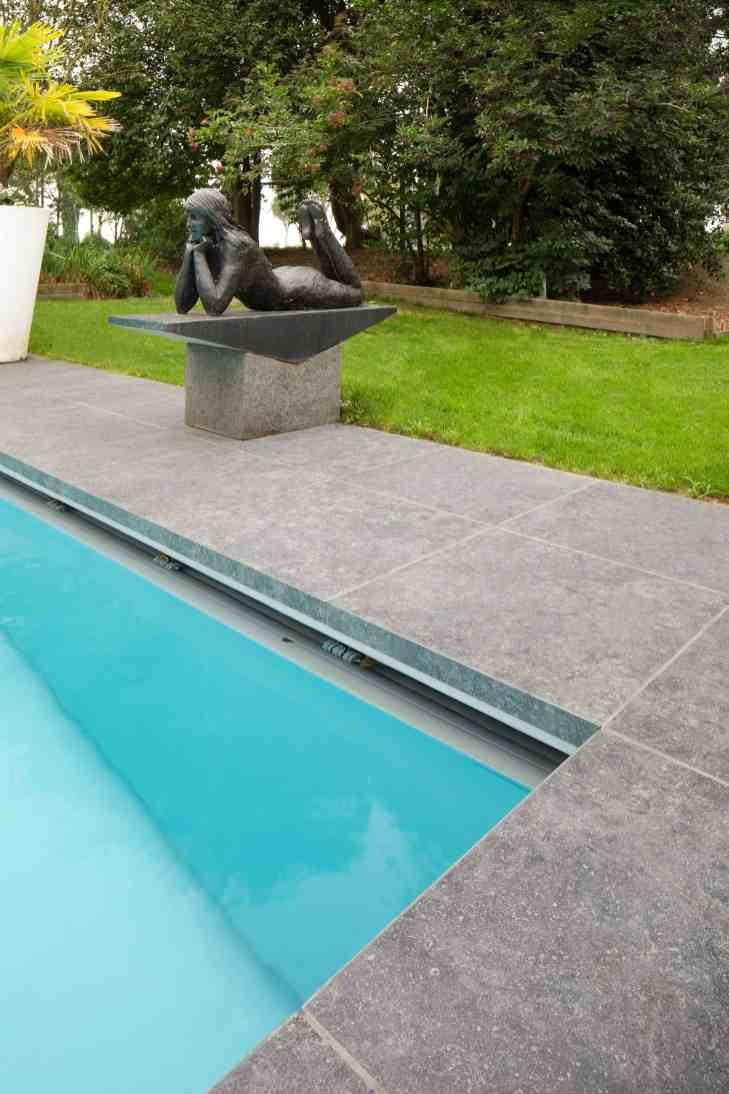 XXL tegels aan zwembad