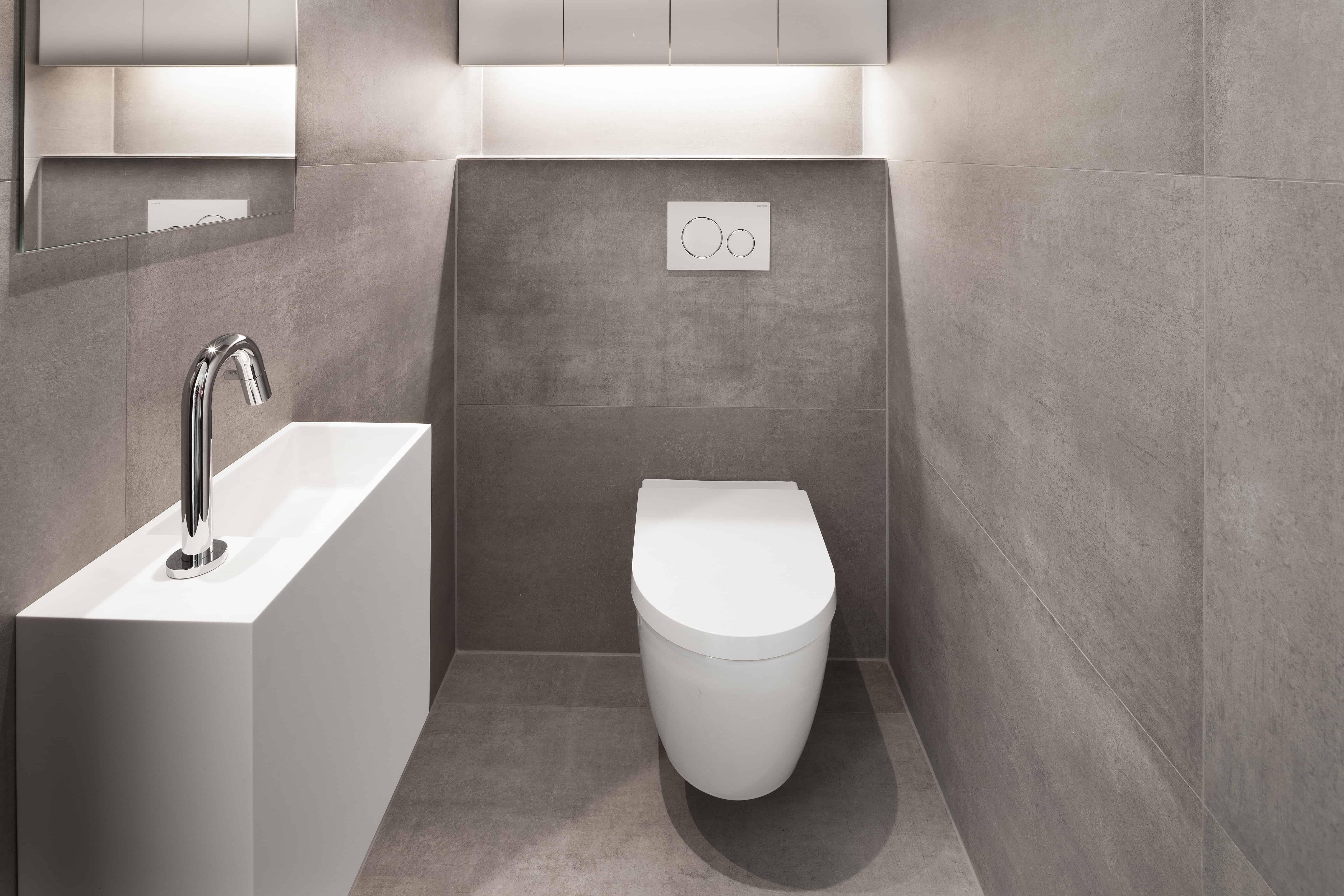 XXL tegels in badkamer natuursteen