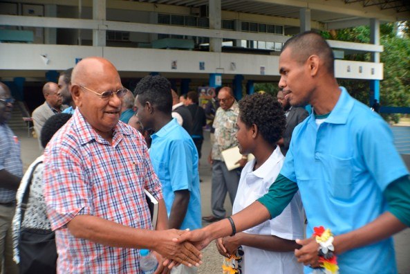 President Momis welcomed by Bougainvillean students
