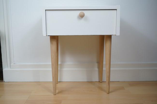 table de chevet scandinave. Black Bedroom Furniture Sets. Home Design Ideas