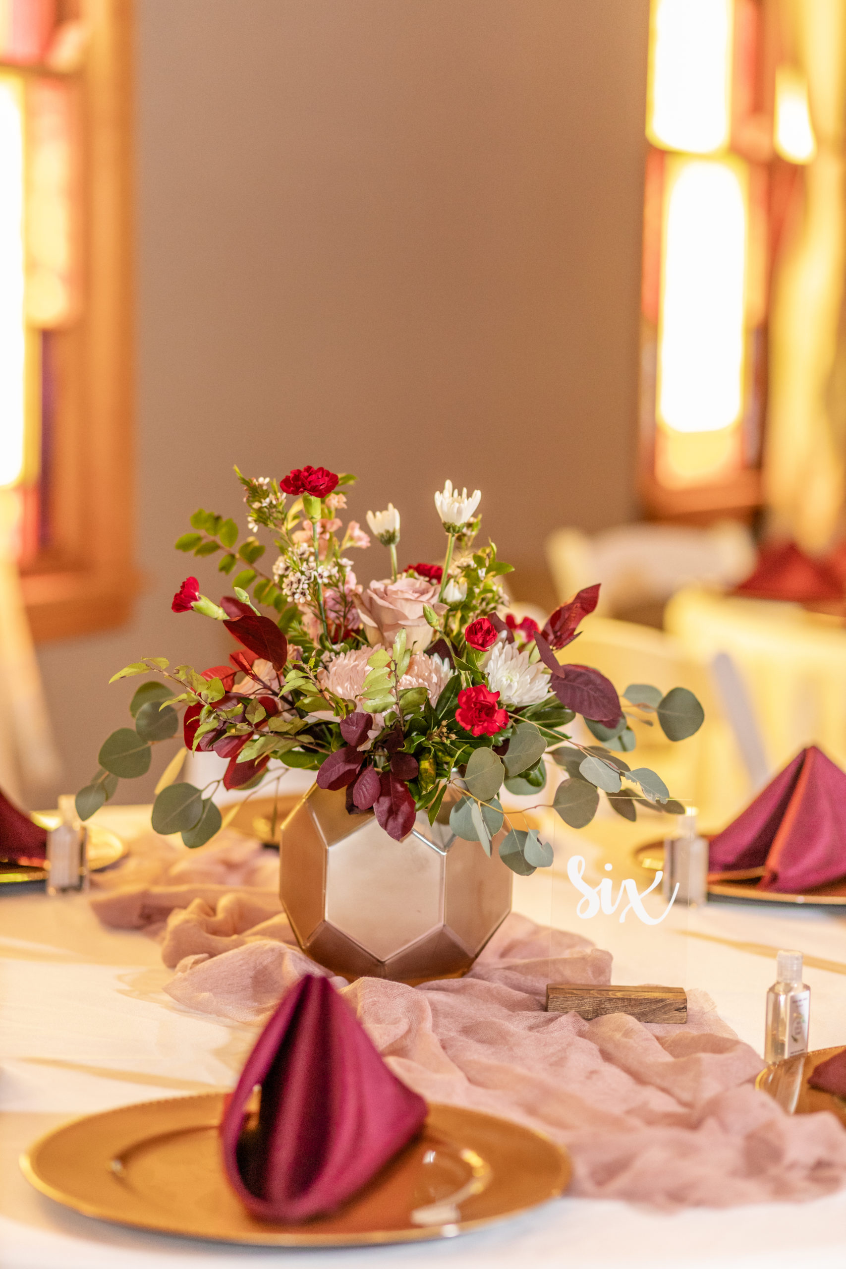 center pieces, red, greenery, maroon