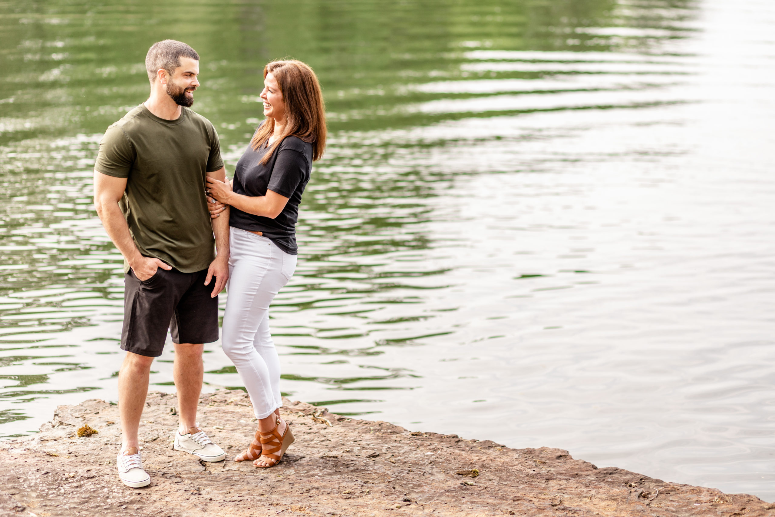 zach mcdearmon, meredith ashe, lake of egypt, M boutique, marion, marion illinois, engagement session, engaged couple, summer