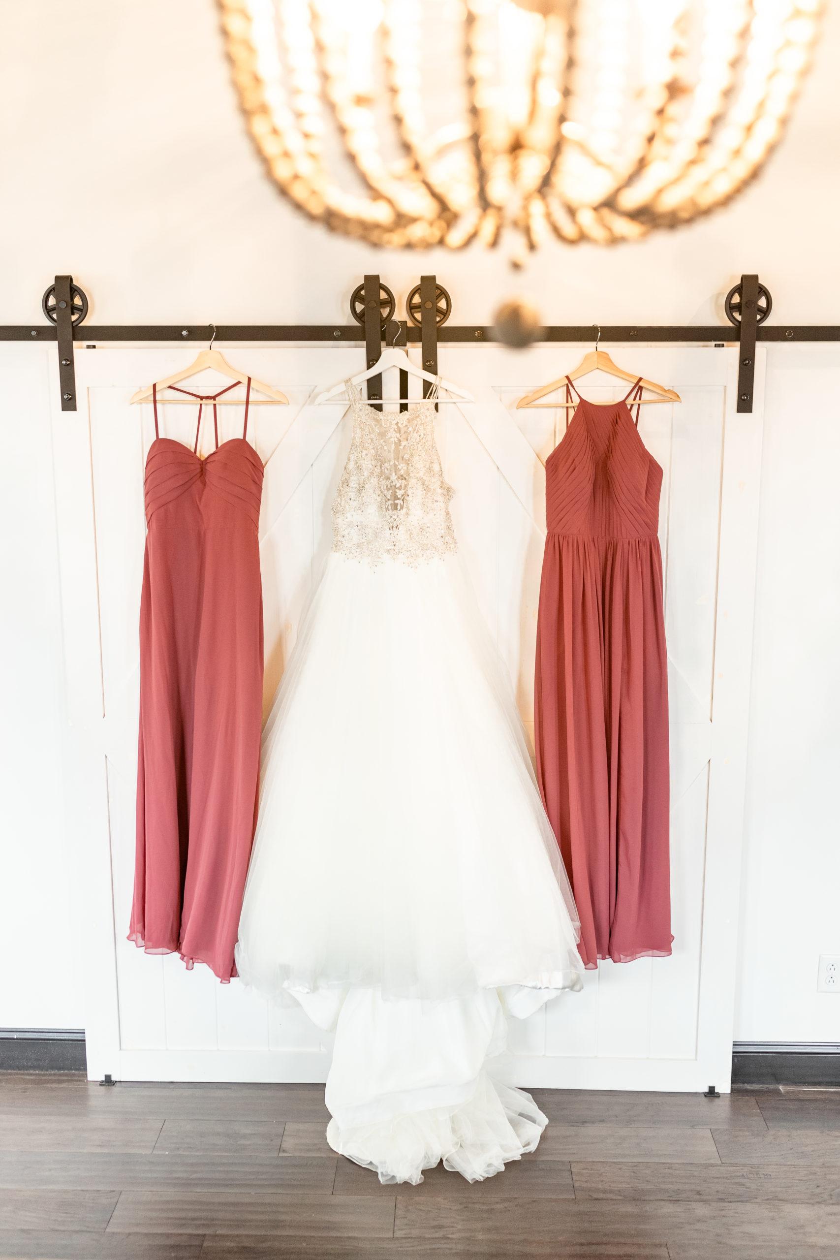 southern illinois photographer, dresses, halter neck wedding dress, rusty rose bride's maid dresses, hanging dresses
