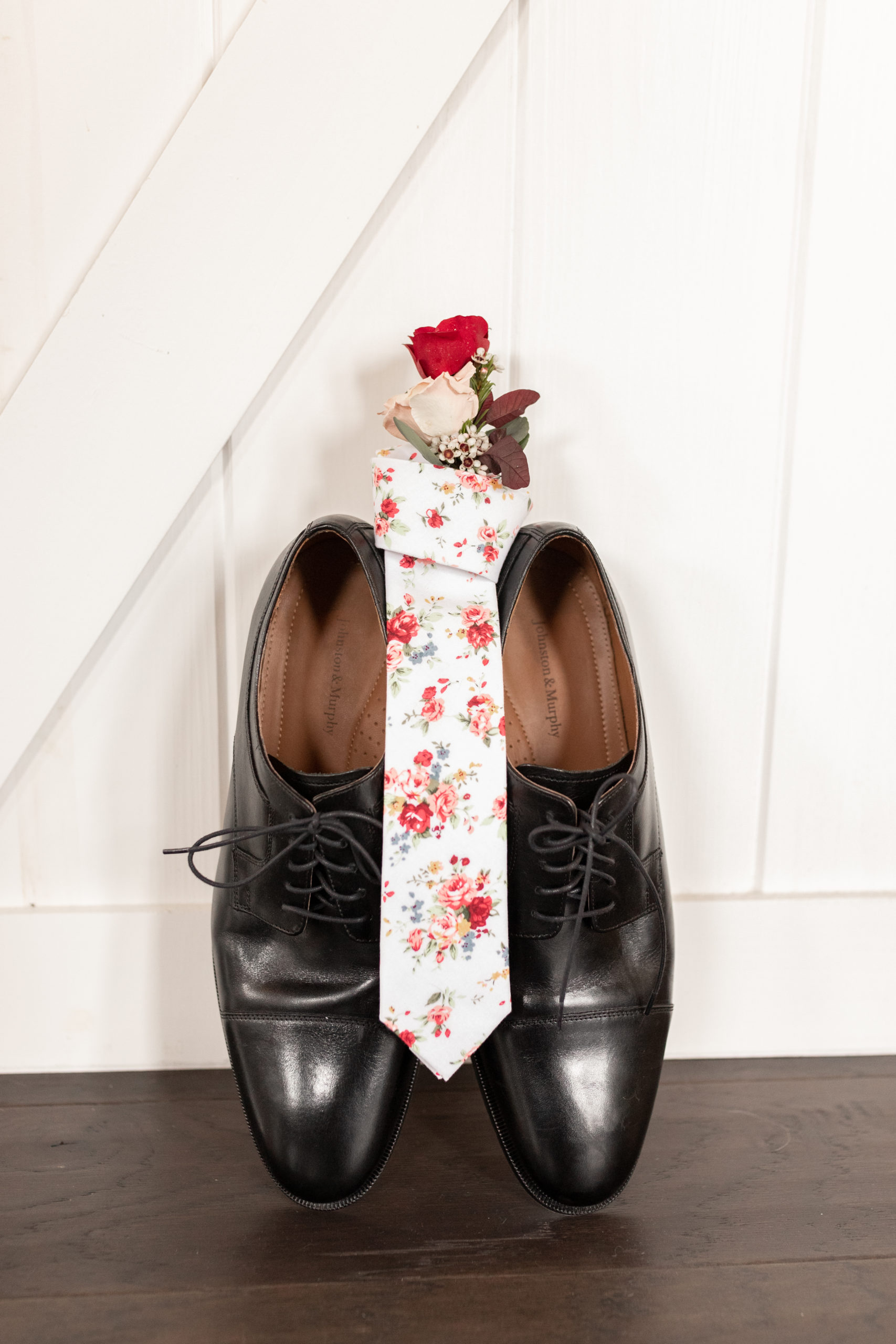 leather shoes, pink flower tie, red rose boutonniere,southern illinois photographer