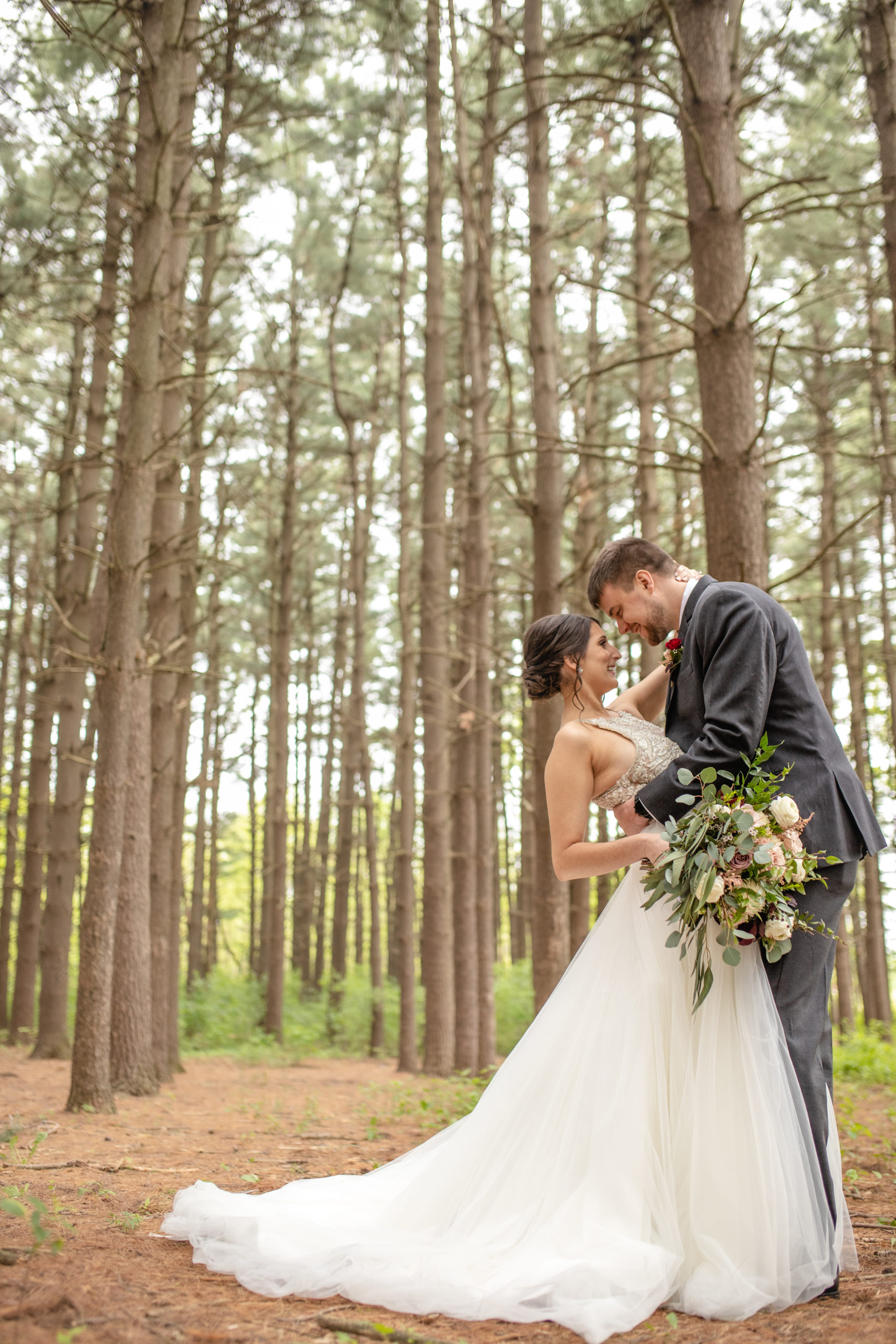 bride and groom, pine trees, bouquet, southern illinois photograher