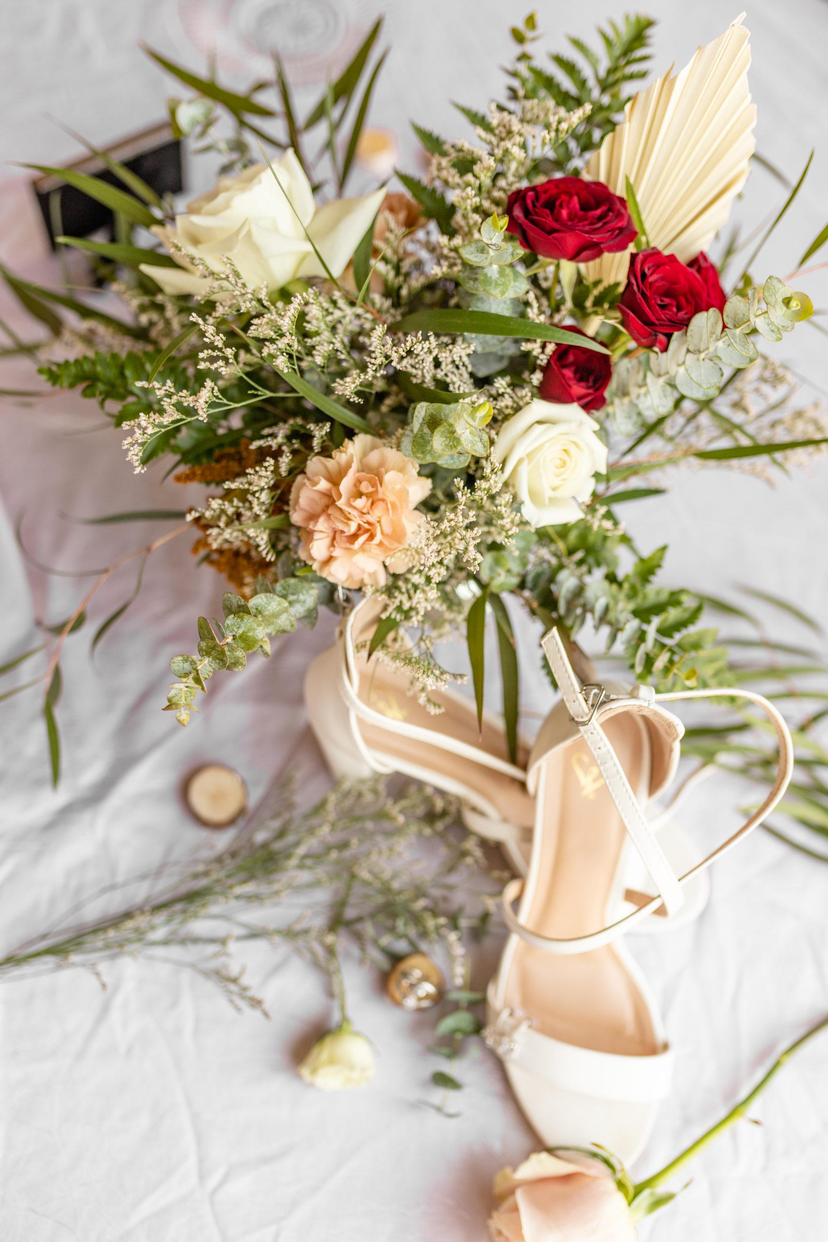 wedding photography, elegant boho bouquet, wedding bouquet, deliciously ordinary, wedding flowers, wedding details, garden grove, carbondale, southern Illinois wedding