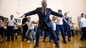 Pierre Dulaine Ballroom teaches ballroom to New York City Students in 'Dancing Classroom'