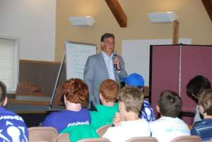 Marshall Levin discussing the Weizmann Institute with Camp Inc. campers.