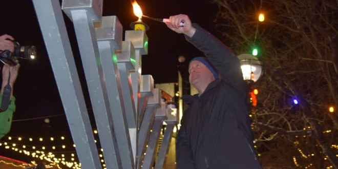Hundreds Watch as Polis, Raderman Light Boulder Menorah