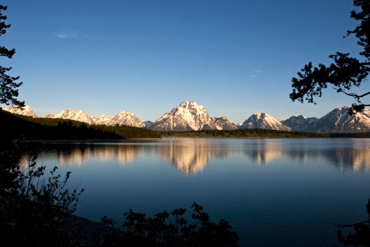 Grand-Tetons-View-Lake-Reflection