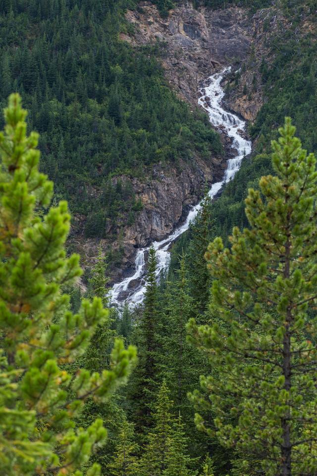yoho-national-park-waterfall