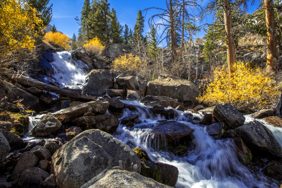 bishop-creek-waterfall-fall-colors