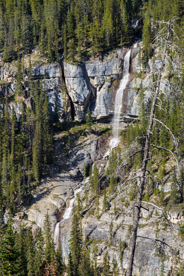 icefields-parkway-bridalveil-falls
