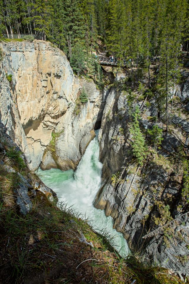 sunwampta-falls-lower