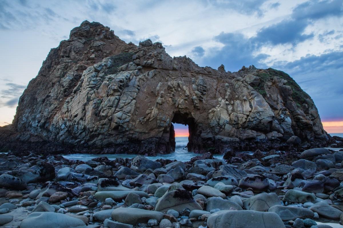 keyhole-arch-big-sur-beach