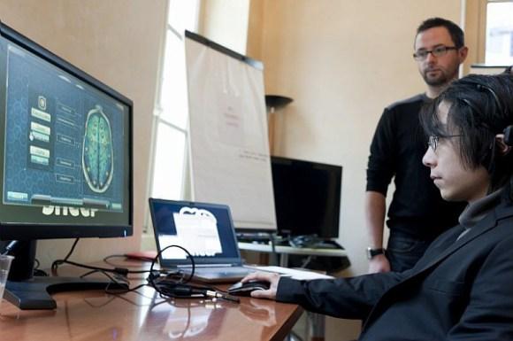 BCI Training Center (Black Sheep Studio), un jeu de type « entraînement cérébral » utilisant l'EEG développé par Black Sheep Studio. Le jeu permet au joueur de pratiquer des activités ludiques d'entraînement cérébral (recherche visuel, trouver un mot dans une grille) associées à une adaptation du jeu en temps-réel en fonction de son état mental mesuré par le dispositif EEG (relaxation et concentration). OpenViBE2 (2009-2013) est un projet de recherche collaborative financé par l'ANR sur le potentiel des technologies dites d' «interface cerveau-ordinateur » (ICO), (en anglais Brain-Computer Interface ou BCI), dans le domaine des jeux vidéo.  Pour la première fois, un projet a réuni l'ensemble des expertises requises au sein d'un consortium pluridisciplinaire de 9 partenaires réunissant des laboratoires académiques pionniers dans le domaine (Inria, Inserm, CEA, GIPSA-Lab), des industriels du jeu vidéo reconnus (UBISOFT, BLACKSHEEP STUDIO, KYLOTONN GAMES) et des spécialistes des usages et du transfert (LUTIN, CLARTE).