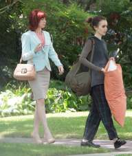 Lily-Collins-on-set-of-To-The-Bone--02-1