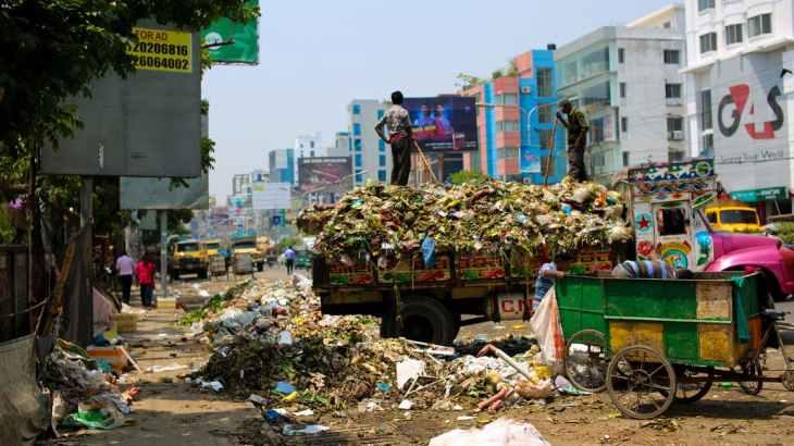 インドでプラスチックからレンガ作り|温暖化の救世主となるか!?