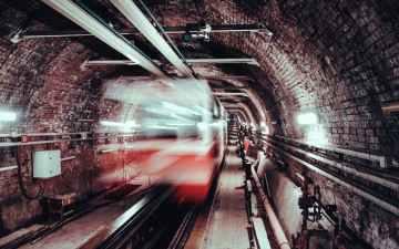 【首都直下地震】地下鉄が復旧する期間は?電車で地震が起きた時の対策や避難方法