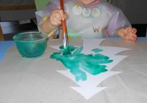 Activité peinture avec pinceau