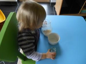 Pédagogie Montessori : transvaser