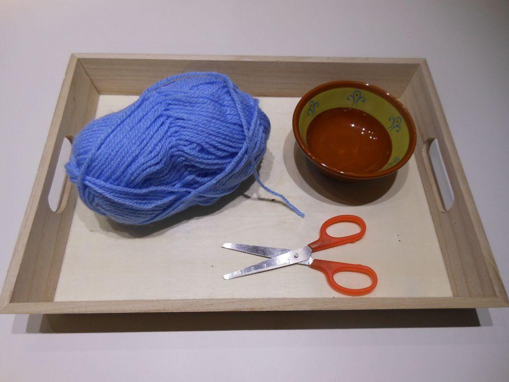 p dagogie montessori avec des ciseaux et de la laine. Black Bedroom Furniture Sets. Home Design Ideas