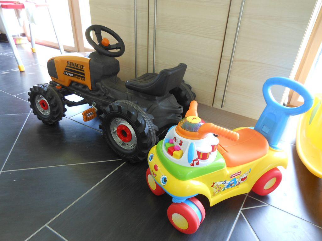 5 astuces pour que votre enfant joue avec ses jouets tout seul bout de chou en veil. Black Bedroom Furniture Sets. Home Design Ideas
