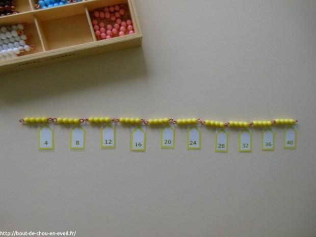 Activité Montessori compter en faisant des bonds