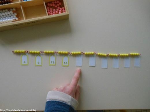 Pédagogie Montessori compter en faisant des bonds