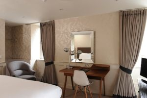 Brooks Hotel, Edinburgh - Bedroom