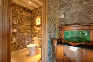 Low Mill Guest House, Leyburn, North Yorkshire - Bathroom