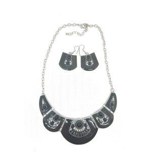 Parure plastron émail avec perles et strass