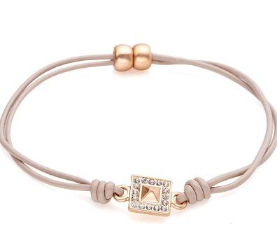 Bracelet en cuir avec porte-bonheur Taupe