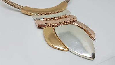 Collier arcs et trio de lames detail
