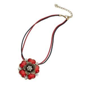 Collier cordon fleur rouge