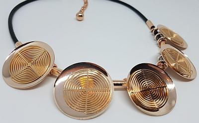 Collier hypnose doré sur cordon imprégné noir detail