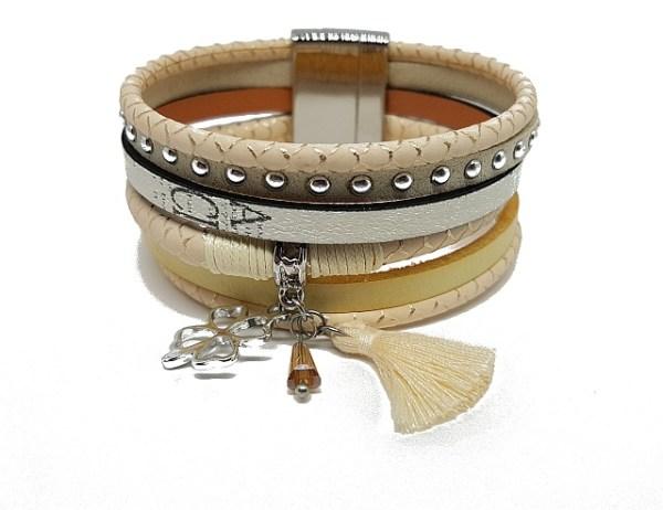 Bracelet beige pompon et trèfle métal