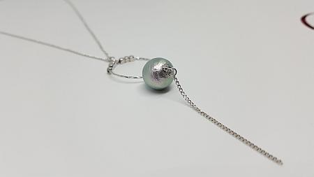 Collier anneau perle de coton zoom