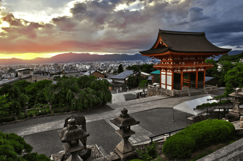 Sunset at the UNESCO World Heritage site of Kiyomizu-dera, Kyoto, Japan